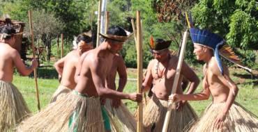 Povos indígenas celebram com festa o Dia do Índio